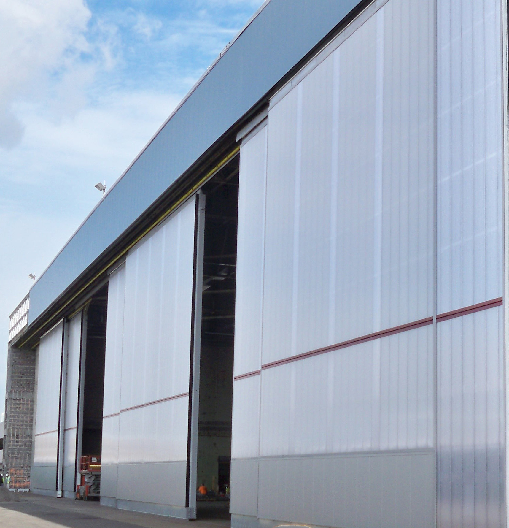 How Cellular Polycarbonate is used for Aircraft Hangars