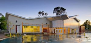 translucent wall panels - EXTECH's LIGHTWALL 3440 at Oakwood School in North Hollywood, CA