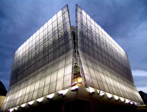 Kinetic Wall Dynamic Facade at Night | Pittsburgh Childrens Museum
