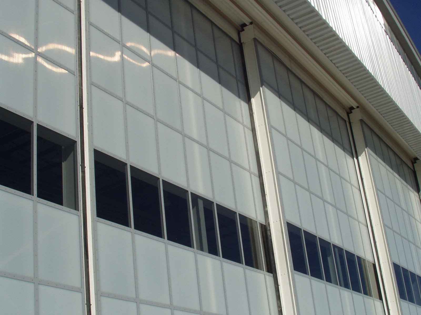 polycarbonate panels - EXTECH's LIGHTWALL 3000 at the GE Corporate Aviation Hangar in Newburgh, NY