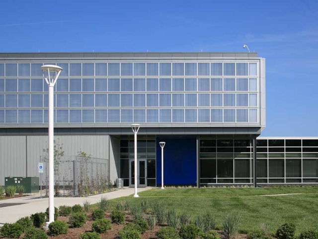 industrial polycarbonate windows - EXTECH's TECHVENT 5300 for a data warehouse in North Carolina